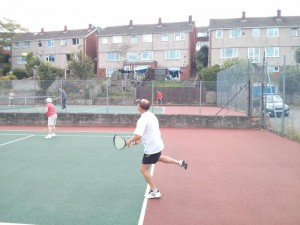 Simon serving