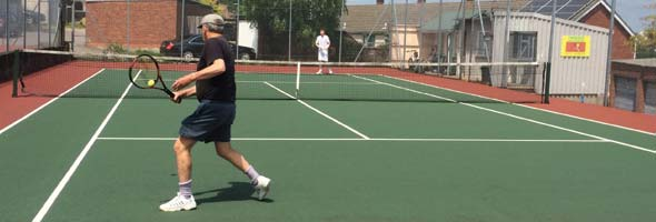 Howard and Shane go head to head in a gruelling tennis match